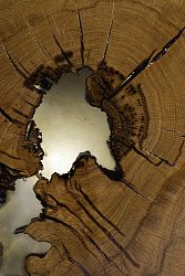 masa-din-lemn-de-stejar-si-rasina-epoxidica-neagra-80-x-70-x-50-cm